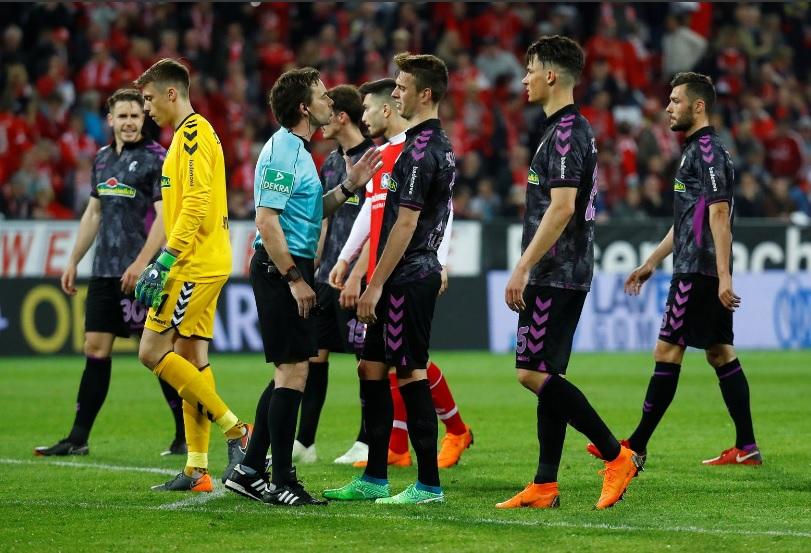عجیبترین پنالتی جهان فوتبال در آلمان از رختکن !