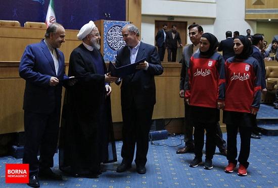 دعوتنامه رسمی اینفانتینو برای حضور رئیس جمهور در رقابتهای جام جهانی/ عکس