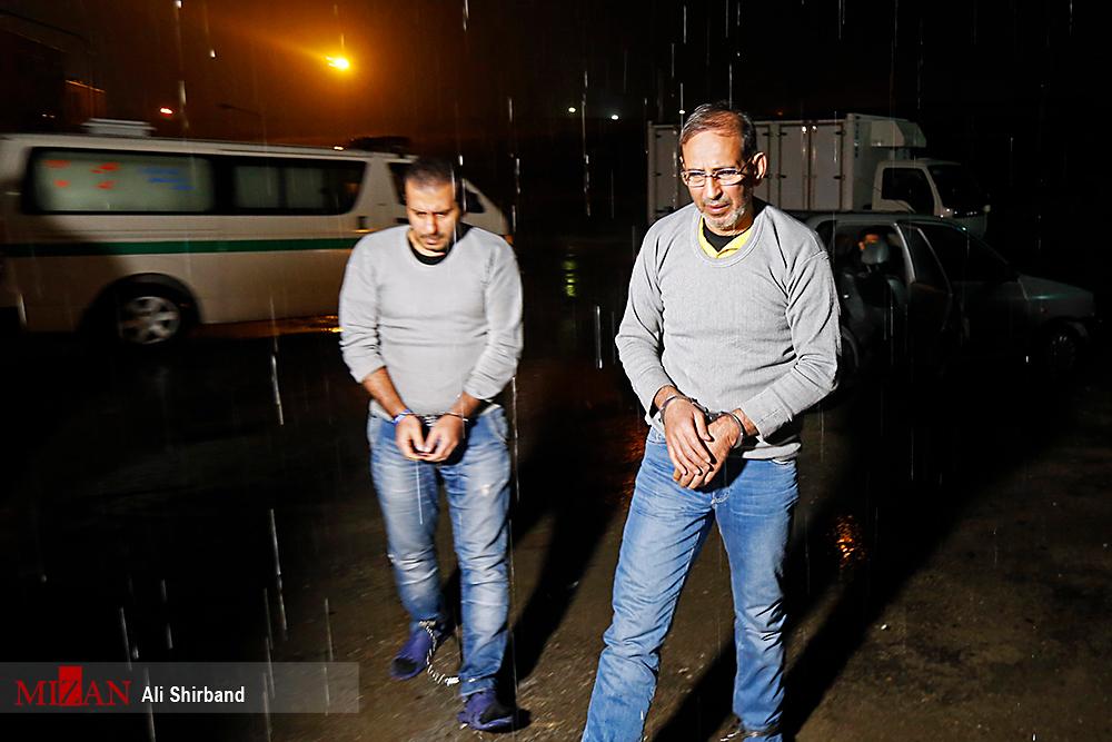 لحظاتی پیش از اجرای حکم اعدام سلطان سکه و همدستش/تصاویر