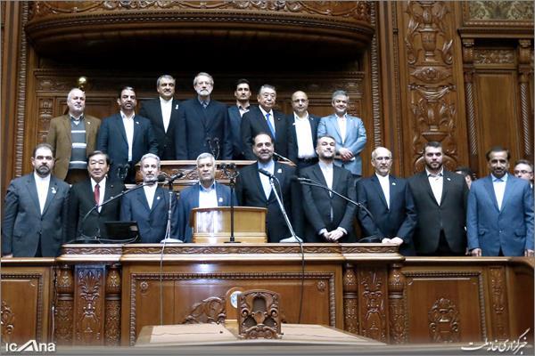 201902103001245821 - ژست ریاست لاریجانی در پارلمان ژاپن+تصاویر