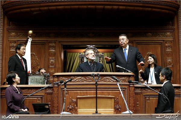 201902104657644663 - ژست ریاست لاریجانی در پارلمان ژاپن+تصاویر