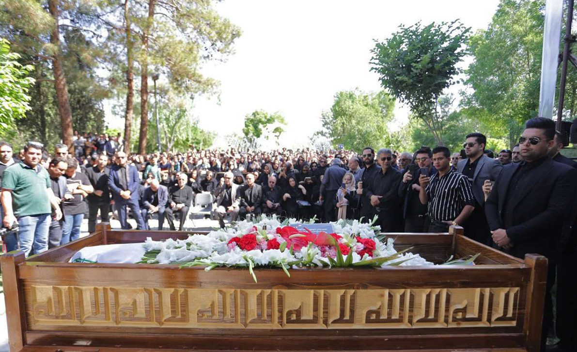 n83315195 73029159 e1557908304269 - پیکر بهنام صفوی خواننده پاپ در اصفهان تشییع شد