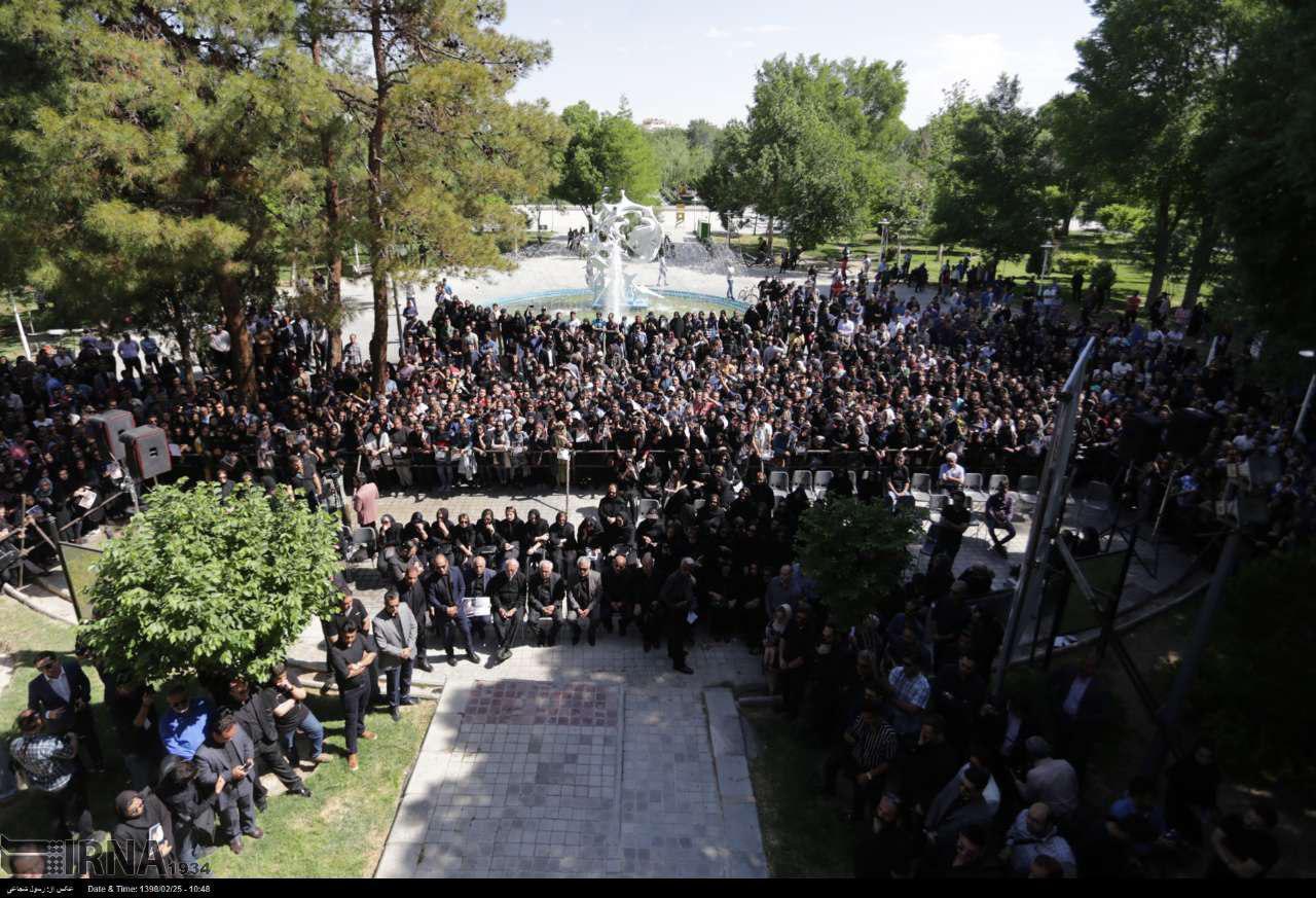photo 2019 05 15 12 01 43 - پیکر بهنام صفوی خواننده پاپ در اصفهان تشییع شد