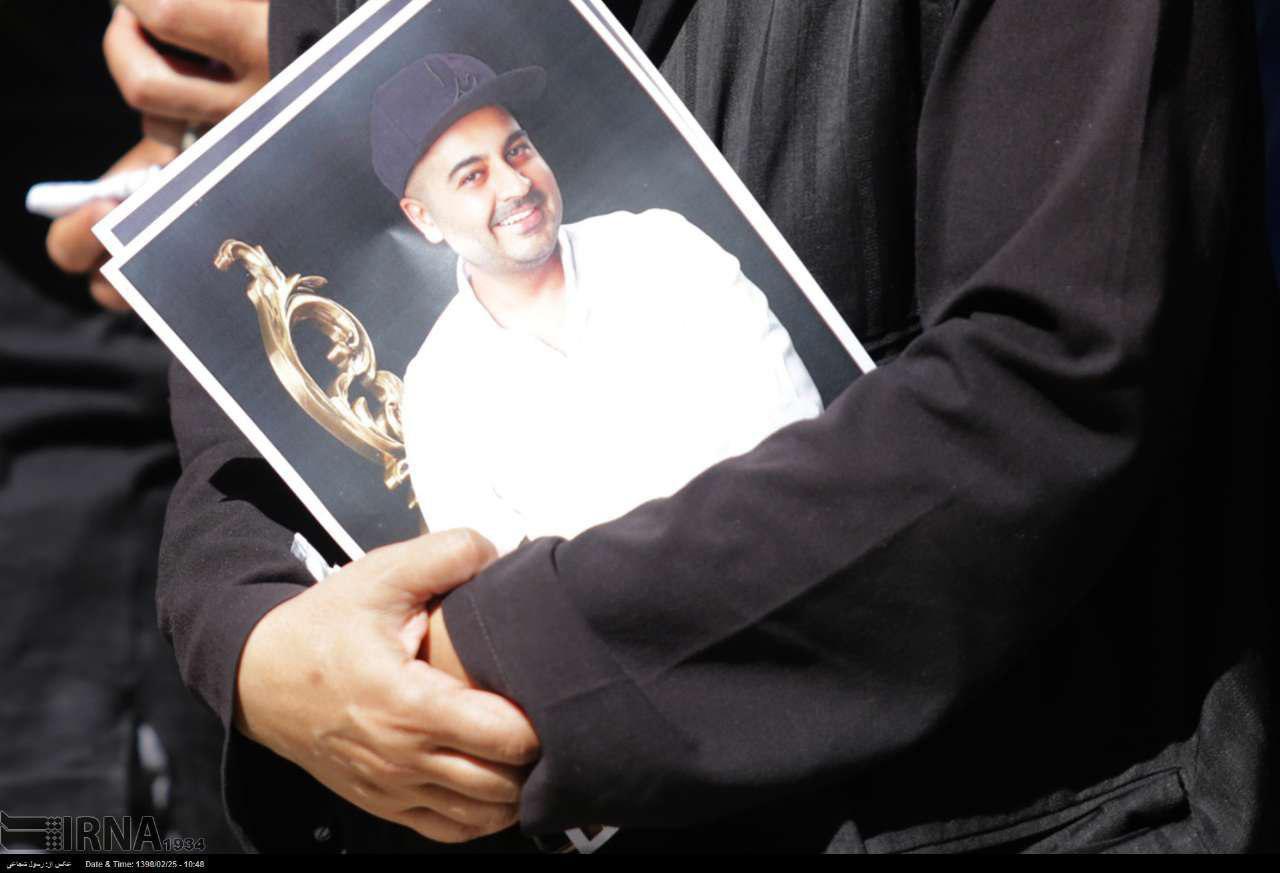 photo 2019 05 15 12 01 44 - پیکر بهنام صفوی خواننده پاپ در اصفهان تشییع شد