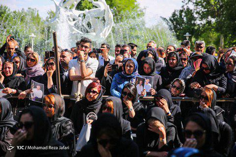 photo 2019 05 15 12 43 02 - پیکر بهنام صفوی خواننده پاپ در اصفهان تشییع شد